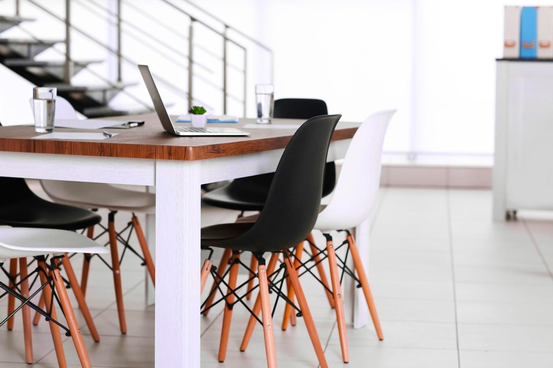 Arredo ufficio moderno: alcuni consigli