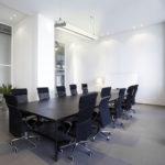 Come scegliere il giusto tavolo per sala riunioni