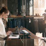 Bancone per negozio: come sceglierlo e unire utilità ed estetica